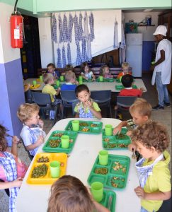 Un repas à Kindy School
